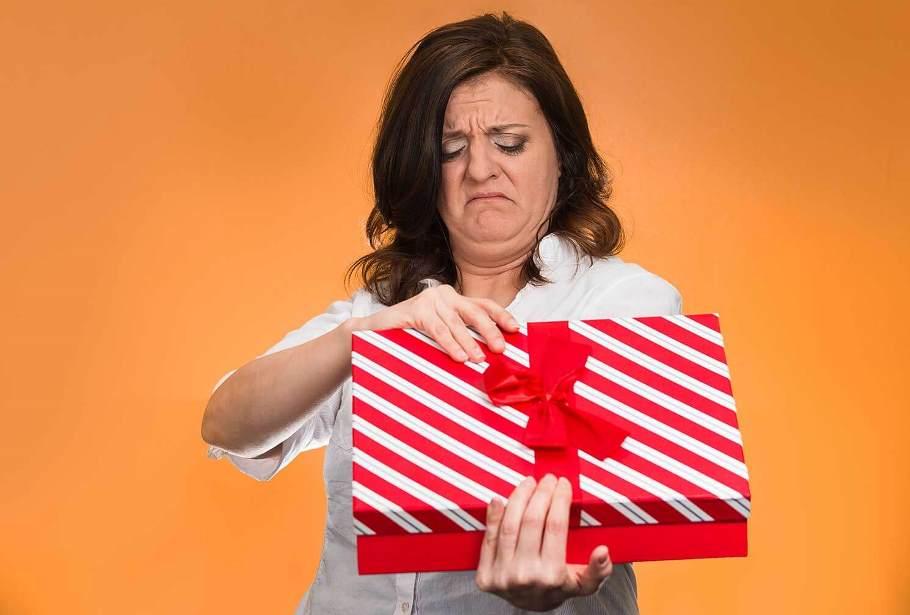 Какие подарки женщины хотят получить меньше всего